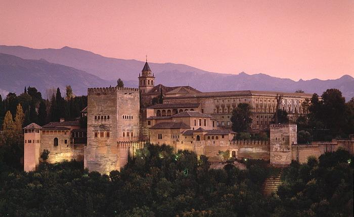 Hotel Alhambra Palace Hotel en Granada construido en un antiguo Palacio desde el que se puede ir fácilmente a la Alhambra.